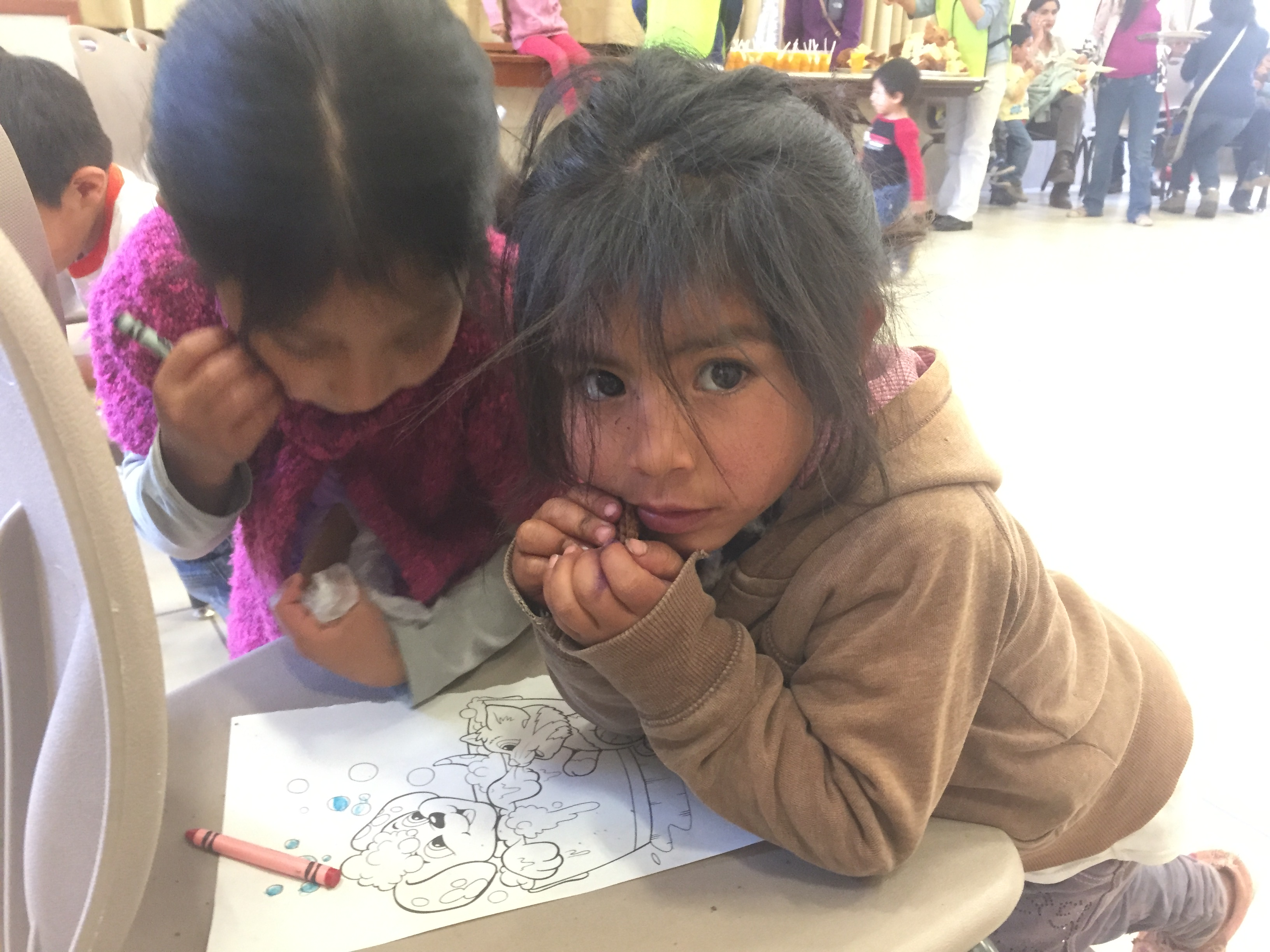 Cusco-Coloring-at-Christmas-party