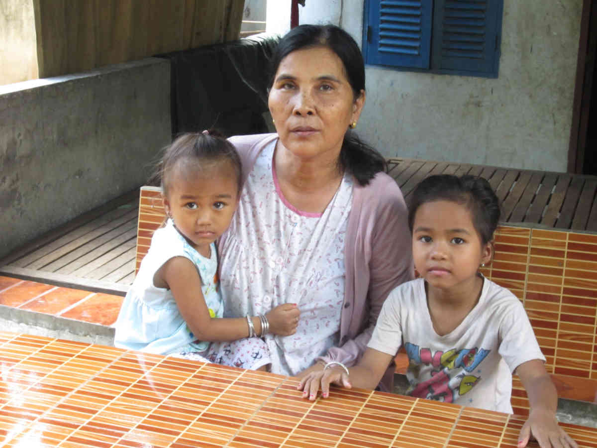 Ta Khmau Grandmother And Granddaughters