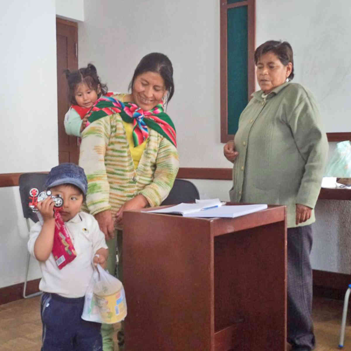 Oruro Coordinator With Family 2015 Cropped