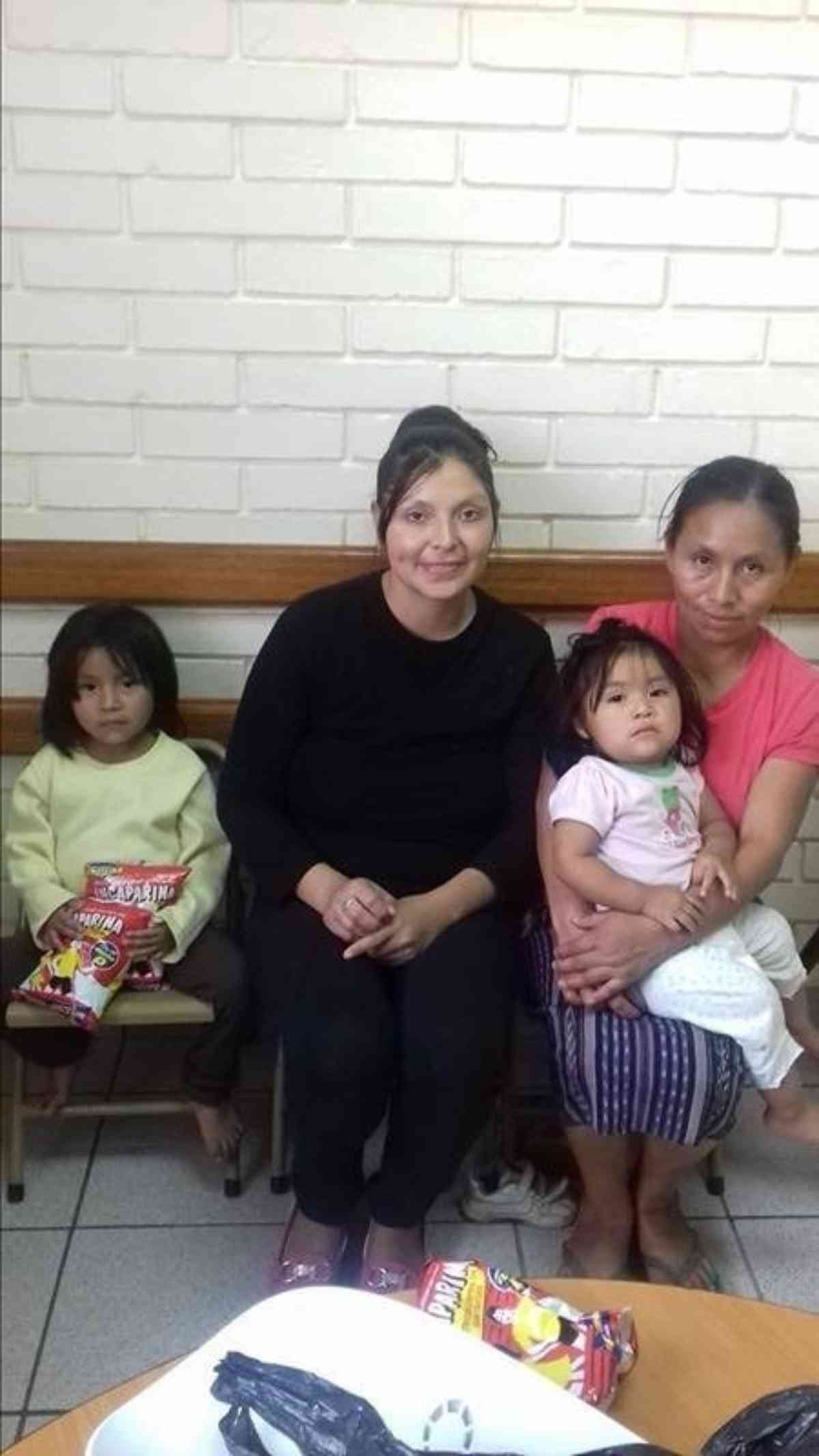 Quiche 11 2016 Ivi With Her Mother And Sister And Luz